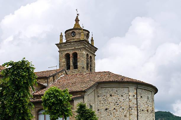 santuario della madonna dell''aiuto. bobbio. emilia-romagna. italia. - bobbio foto e immagini stock