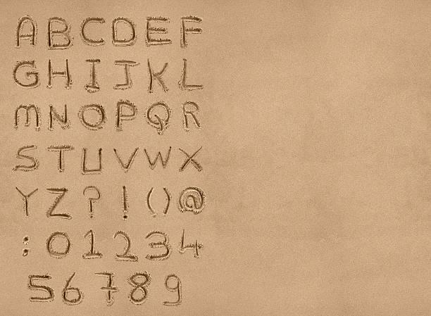 piasek alfabet z ścieżka odcinania - piasek zdjęcia i obrazy z banku zdjęć