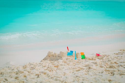 해변 모래 성 개념에 대한 스톡 사진 및 기타 이미지