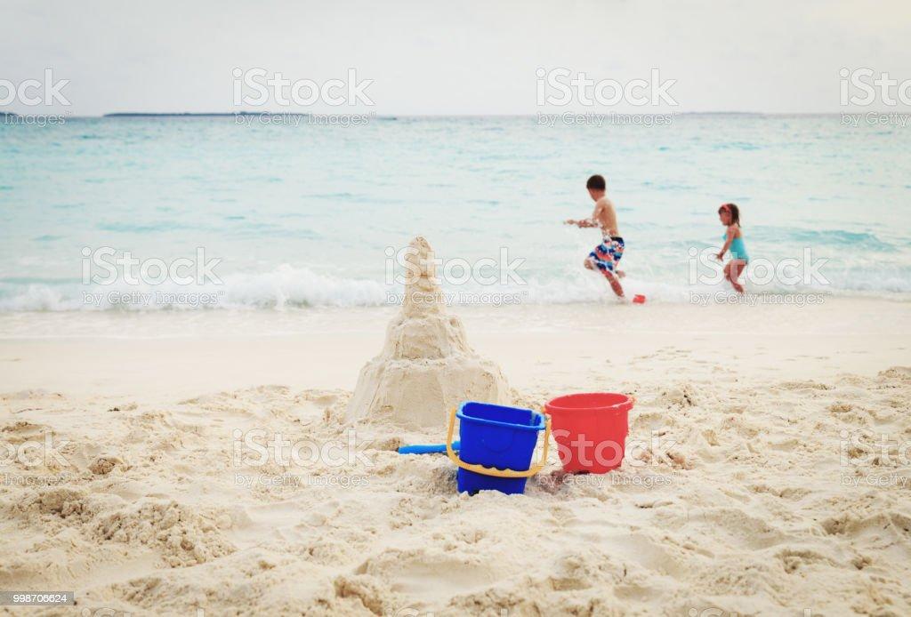 Playa Arena Disfrutan De Los Y Niños Juguetes Castillo N0OyvmP8wn