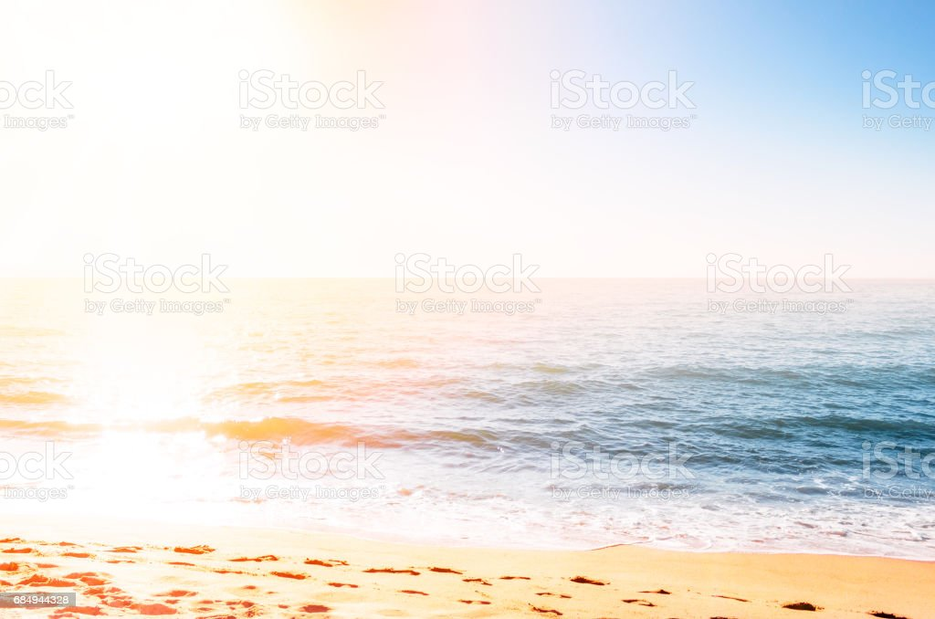 Sand Küste gegen die Sonne Lizenzfreies stock-foto
