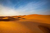 砂丘の波パターンの砂漠の風景、オマーン