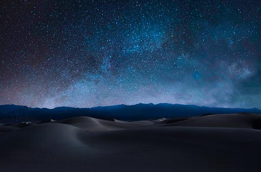 Sanddünen Und Berge Stockfoto und mehr Bilder von Astronomie