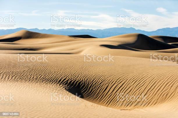 Sand Dunes In Death Valley California - Fotografias de stock e mais imagens de Anoitecer