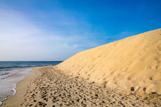 Sand dunes next to the ocean on Boa Vista, Cape Verde - foto stock