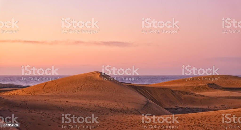 Dunes de sable de Gran Canaria à l'aube photo libre de droits