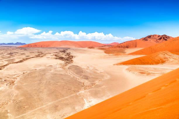 sanddünen, sossusvlei, namib-wüste, namibia - namib wüste stock-fotos und bilder