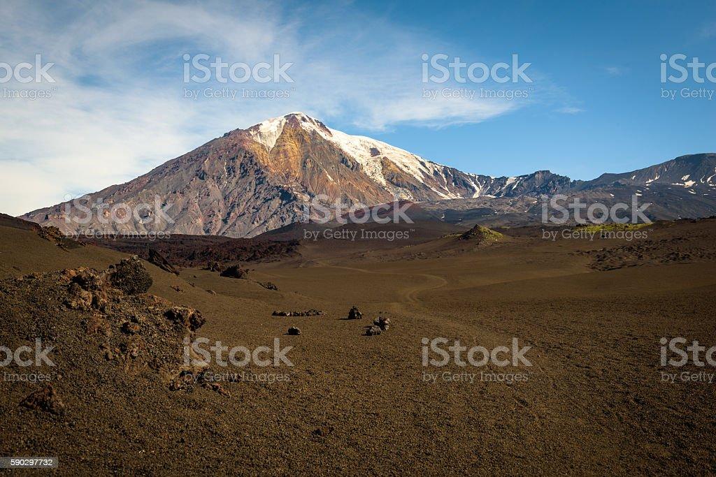 Sand path through desert to the top of Tolbachik Volcano Стоковые фото Стоковая фотография