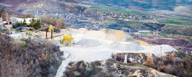 sand processing plant - betonwerkstein stock-fotos und bilder