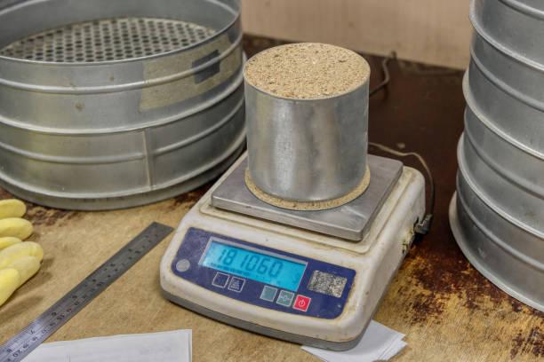 Sandschale auf Laborwaage – Foto