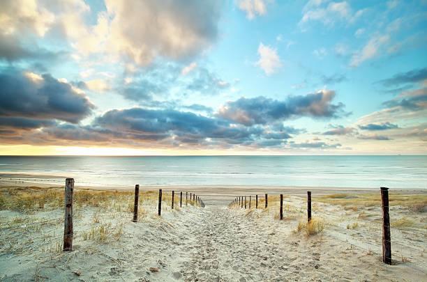 sand way to the North sea beach foto