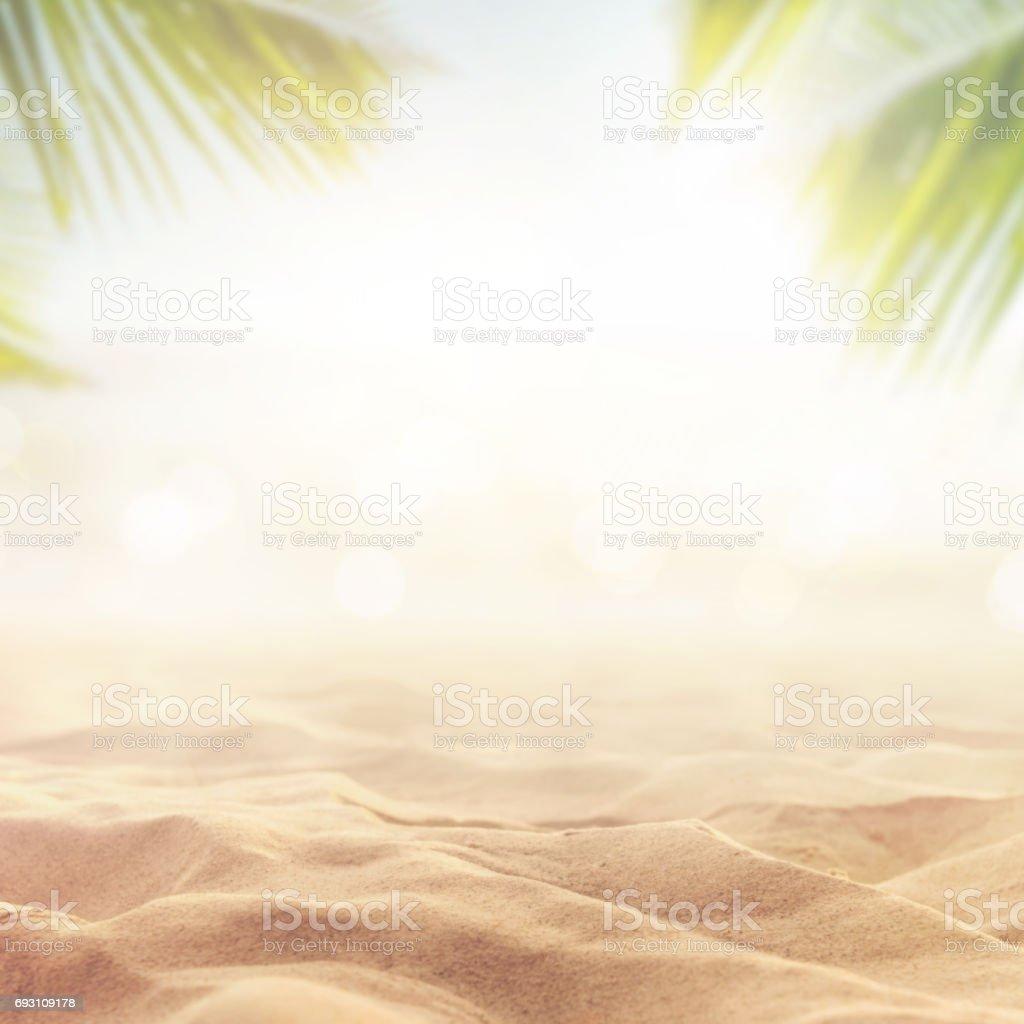 Sand mit verwischten Meer Himmelshintergrund, Sommertag – Foto
