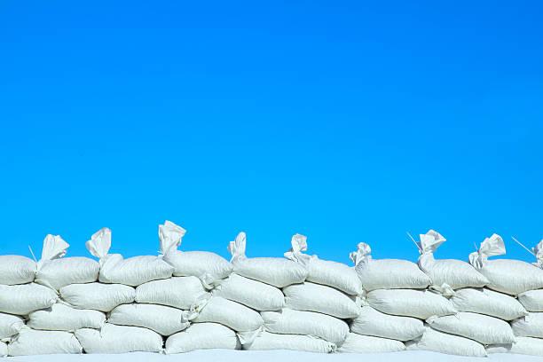 sandsack - sandsäcke stock-fotos und bilder