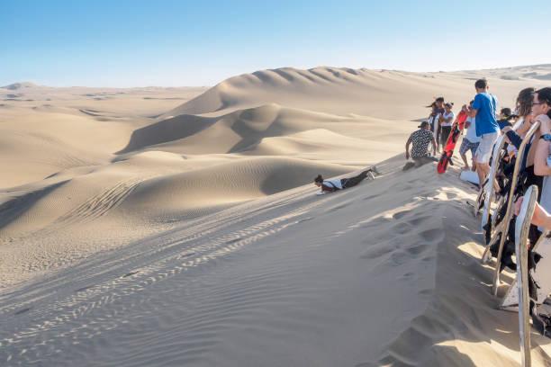 Sandboarding in Huacachina Peru. – Foto