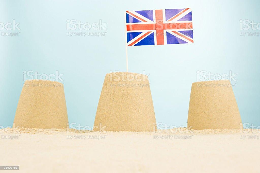 Sandcastles com Bandeira da Grã-Bretanha foto de stock royalty-free