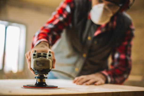 sander in aktion hautnah - waldhandwerk stock-fotos und bilder