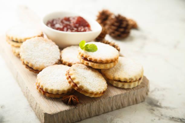sandwich-kekse - hausgemachte zuckerplätzchen stock-fotos und bilder