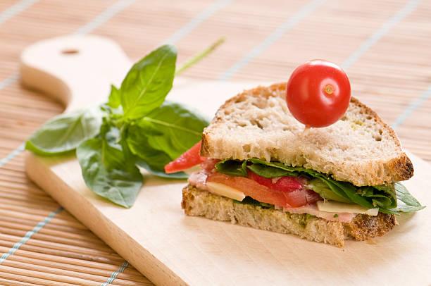 - sandwich  - kräuterfaltenbrot stock-fotos und bilder