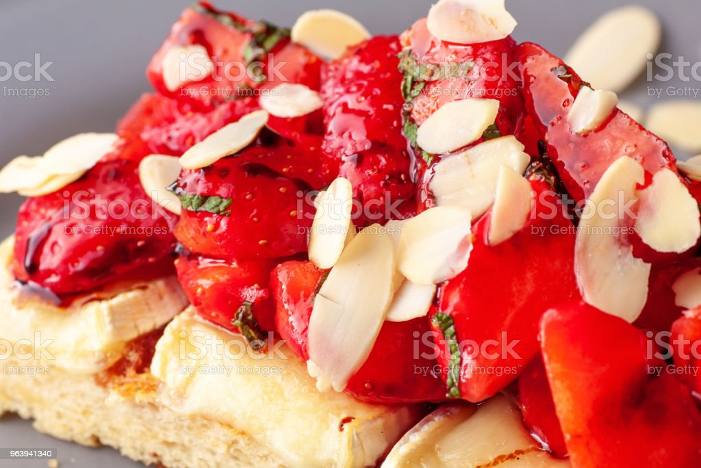 Sandwich with brie cheese, strawberries and almond flakes - Royalty-free Almond Stock Photo