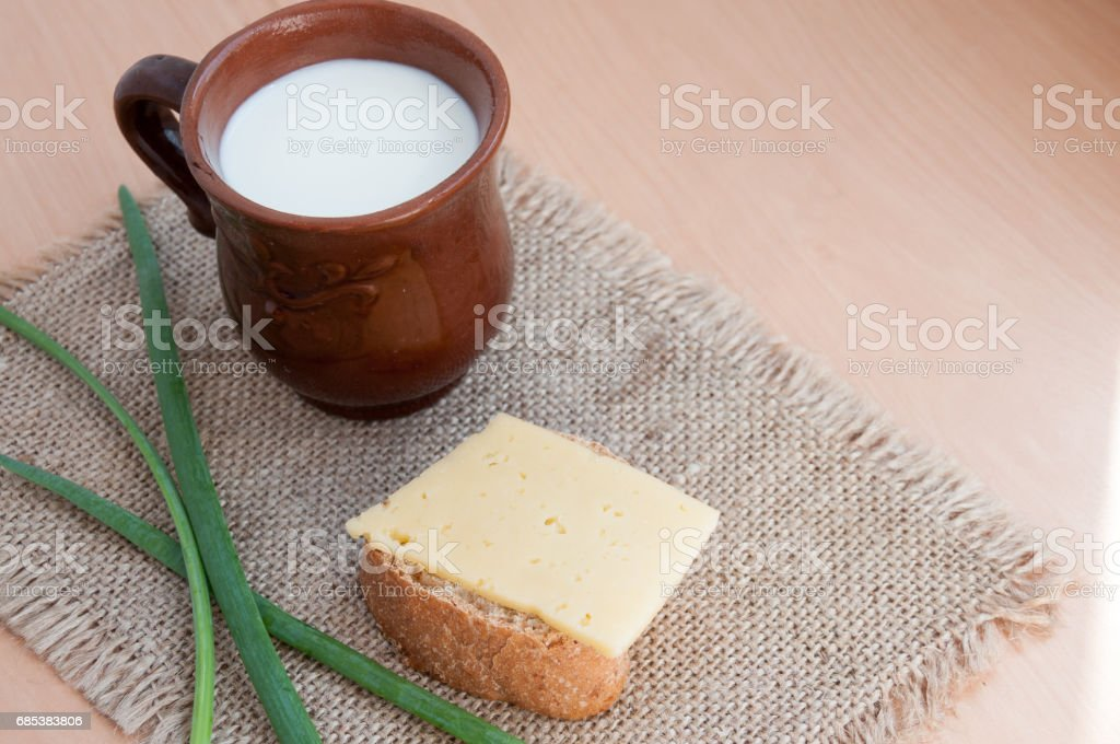 Sandwich with cheese, spring onion and fresh milk for breakfast foto de stock royalty-free