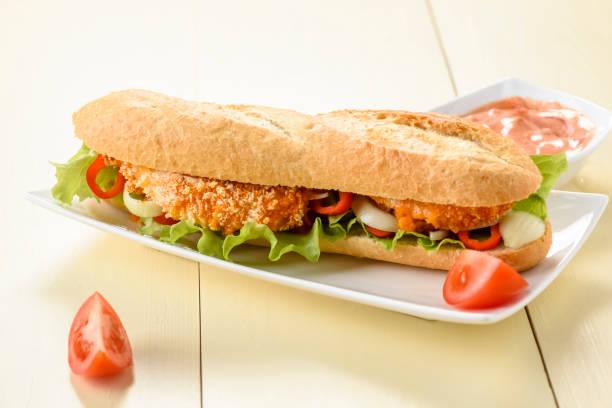 sandwich mit hähnchenstreifen - wickelkleid lang stock-fotos und bilder