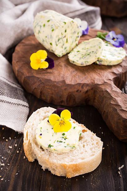 sandwich with herb and edible flowers butter - kräuterfaltenbrot stock-fotos und bilder