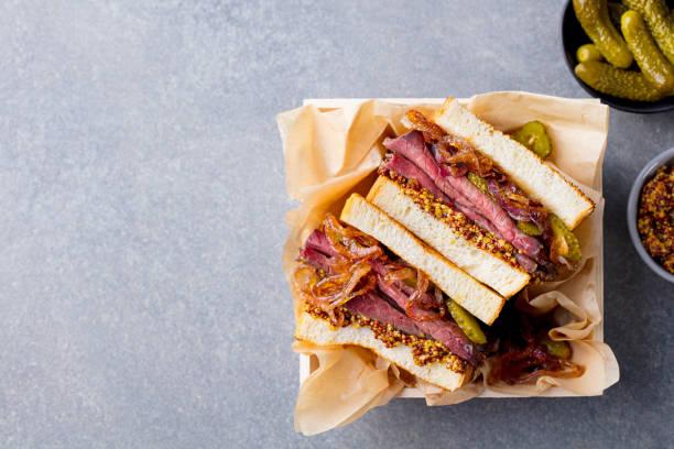 sandwich with roast beef in wooden box. top view. copy space. - panino ripieno foto e immagini stock