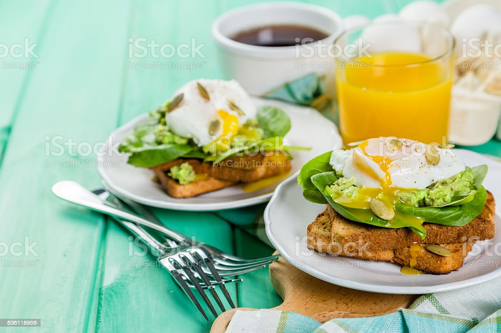 Sandwich with spinach, avocado and egg bildbanksfoto