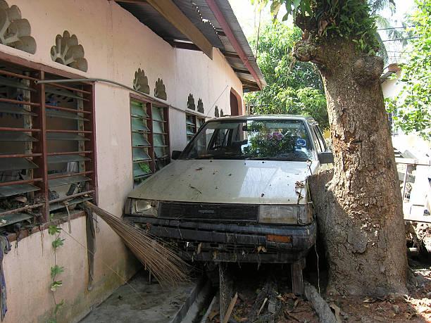 podwójnych po katastrofy naturalne - burma home do zdjęcia i obrazy z banku zdjęć