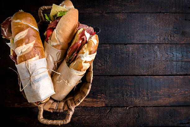 sandwiches in the basket - delicatessen - fotografias e filmes do acervo