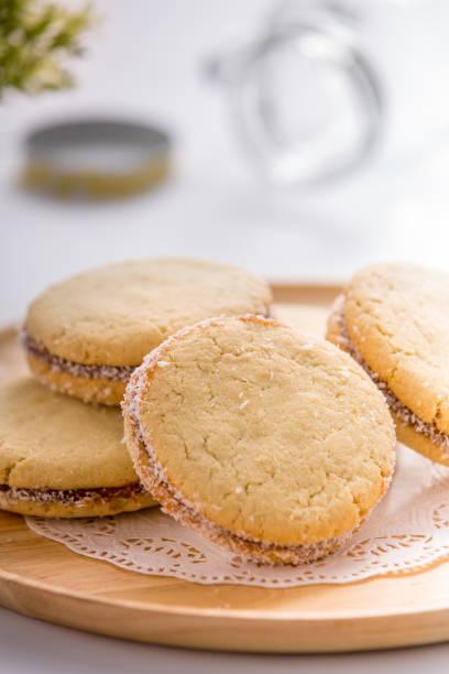 sandwitch cookies - speisekarte - oreo torte ohne backen stock-fotos und bilder