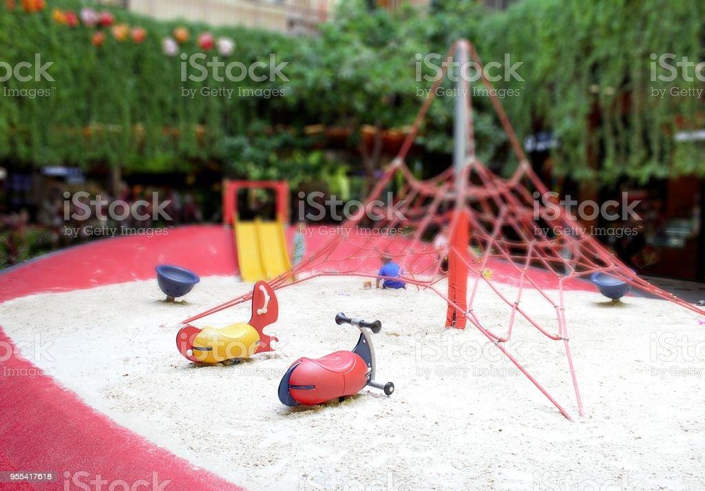 Sandy playground and indoor play area. - Zbiór zdjęć royalty-free (Czerwony)