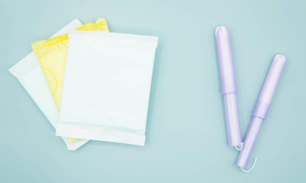 damenbinden und tampons - slipeinlagen stock-fotos und bilder