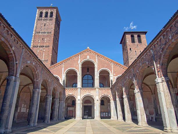 Igreja de Sant Ambrogio, Milão - foto de acervo