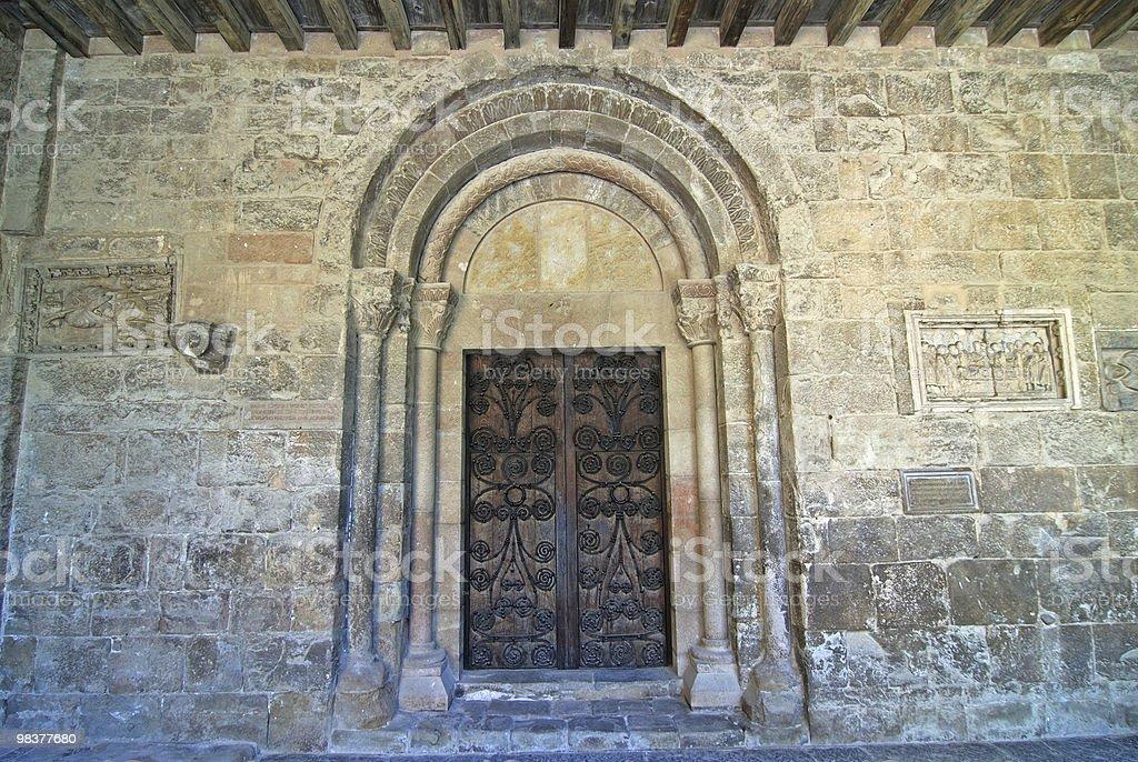 Sant Joan de les Abadesses (Catalogna, Spagna): abbey, portal foto stock royalty-free