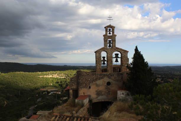 Iglesia de Sant Miquel en Vespella, Cataluña, España - foto de stock