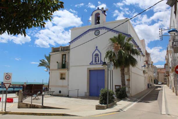 Iglesia Parroquial de Sant Pere en el puerto de Les Cases D'alcanar, España - foto de stock