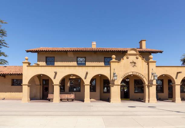 santa barbara train station built in mission style - historycyzm zdjęcia i obrazy z banku zdjęć