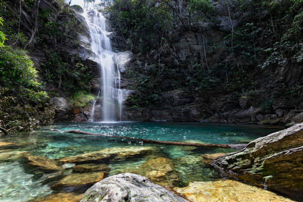 Santa Barbara Waterfall, Cavalcante, Chapada dos Veadeiros, Goias, Brazil The Santa Barbara waterfall is one of those places that when you know it, you wonder how you could live without knowing. In fact it is a beautiful place. With its turquoise waters, this natural pool is located in the middle of the Cerrado of Chapada dos Veadeiros in the municipality of Cavalcante, state of Goiás, Brazil. goias stock pictures, royalty-free photos & images