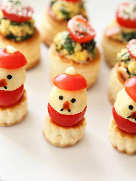 santa claus as finger food for christmas - schnelles weihnachtsessen stock-fotos und bilder