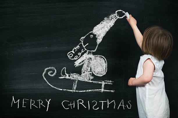 santa claus child's drawing on blackboard - vorschuldekorationen stock-fotos und bilder