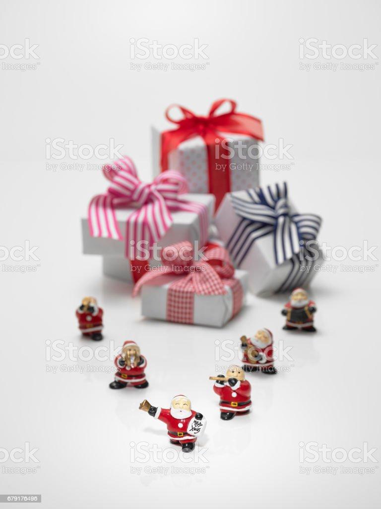 Cadeaux et poupées de Santa Claus photo libre de droits
