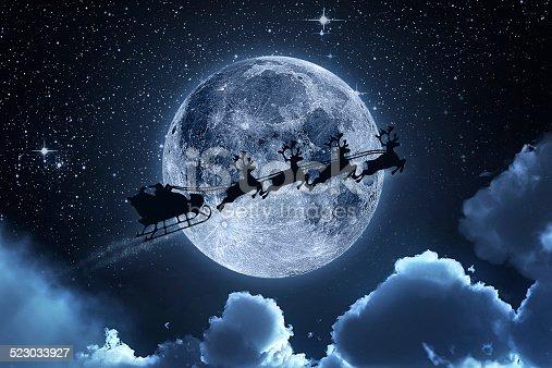 weihnachtsmann fliegt am himmel stock fotografie und mehr. Black Bedroom Furniture Sets. Home Design Ideas