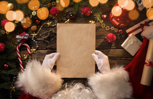 santa claus hands holding, reading blank letter - babbo natale foto e immagini stock