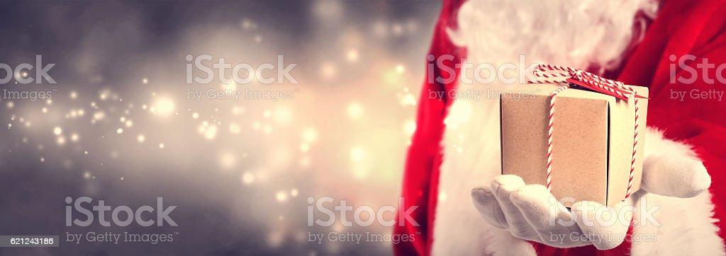 Santa Claus holding Geschenk – Foto
