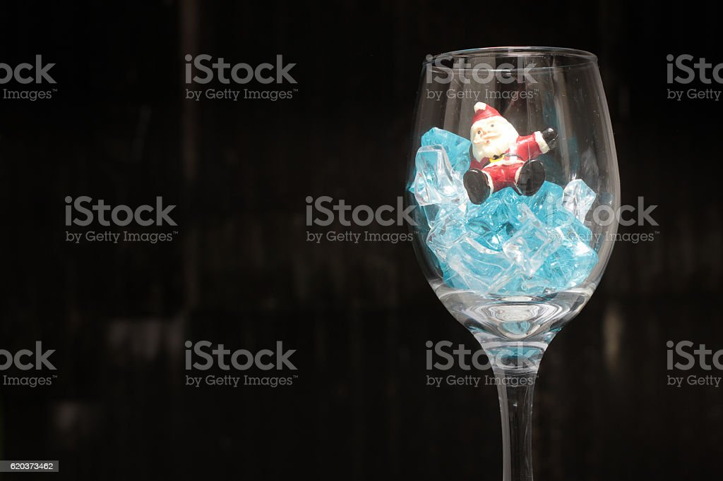 Santa Claus in a glass of wine with ice foto de stock royalty-free