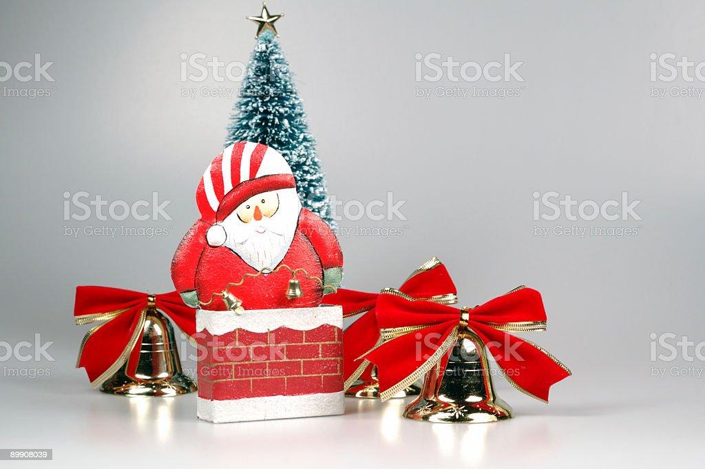 Santa Claus en la chimenea foto de stock libre de derechos