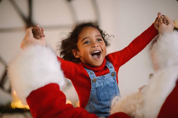 santa claus playing with child - kinderparty spiele stock-fotos und bilder
