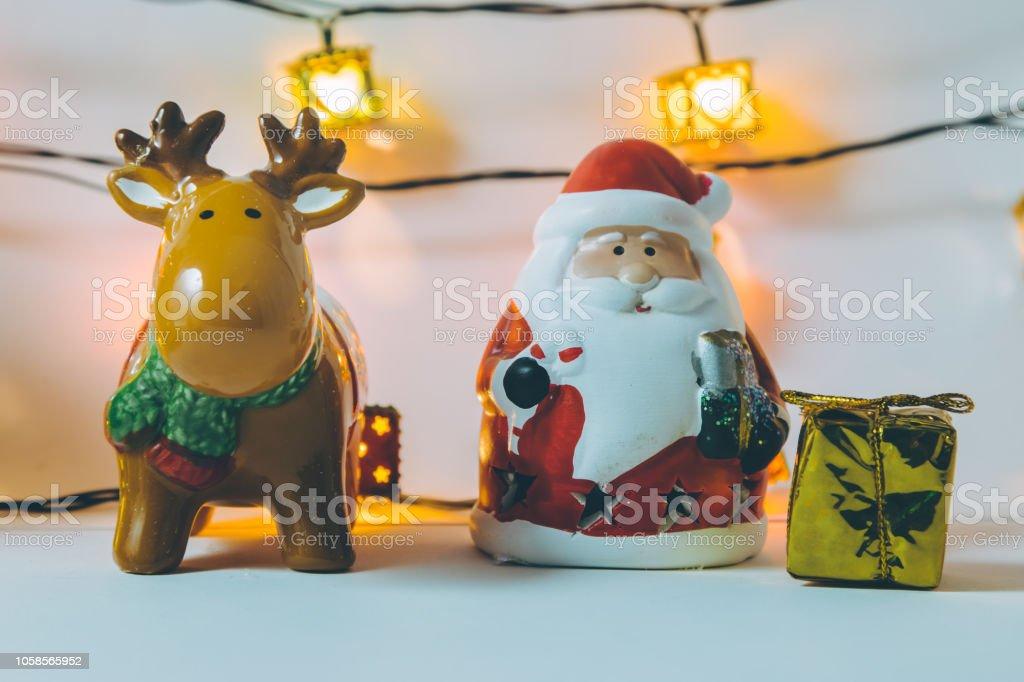 Wie Fällt Weihnachten 2019.Weihnachtsmann Rentier Glühbirne Und Ornament Weihnachten Dekorieren