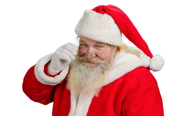 santa claus seine brille entfernen. - nikolaus kostüm stock-fotos und bilder